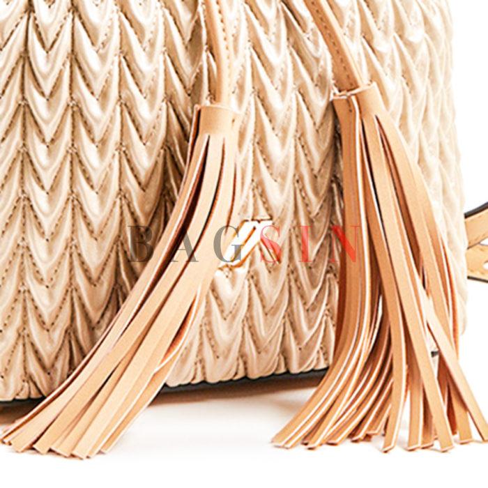 Τσάντα Ώμου – Πουγκί Καπιτονέ Με Κρόσσια Verde 16-5850 Χρυσή-Μπεζ