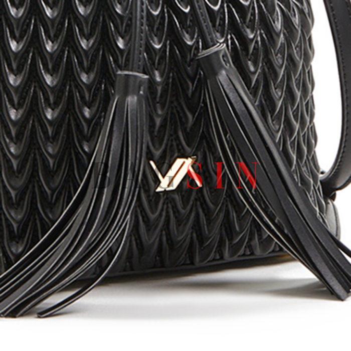 Τσάντα Ώμου – Πουγκί Καπιτονέ Με Κρόσσια Verde 16-5850 Μαύρη